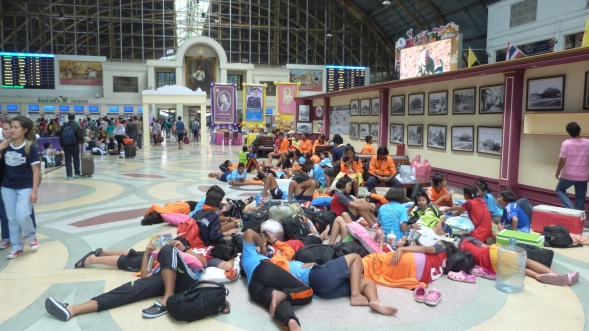 King and Queen watching over passengers at Hua Lamphong Station
