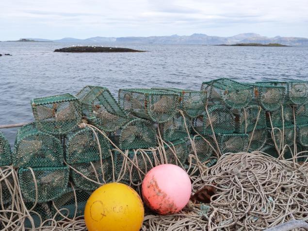 Blick auf Hummerkörbe auf der Isle of Luing in der Nähe von Oban (Schottland)